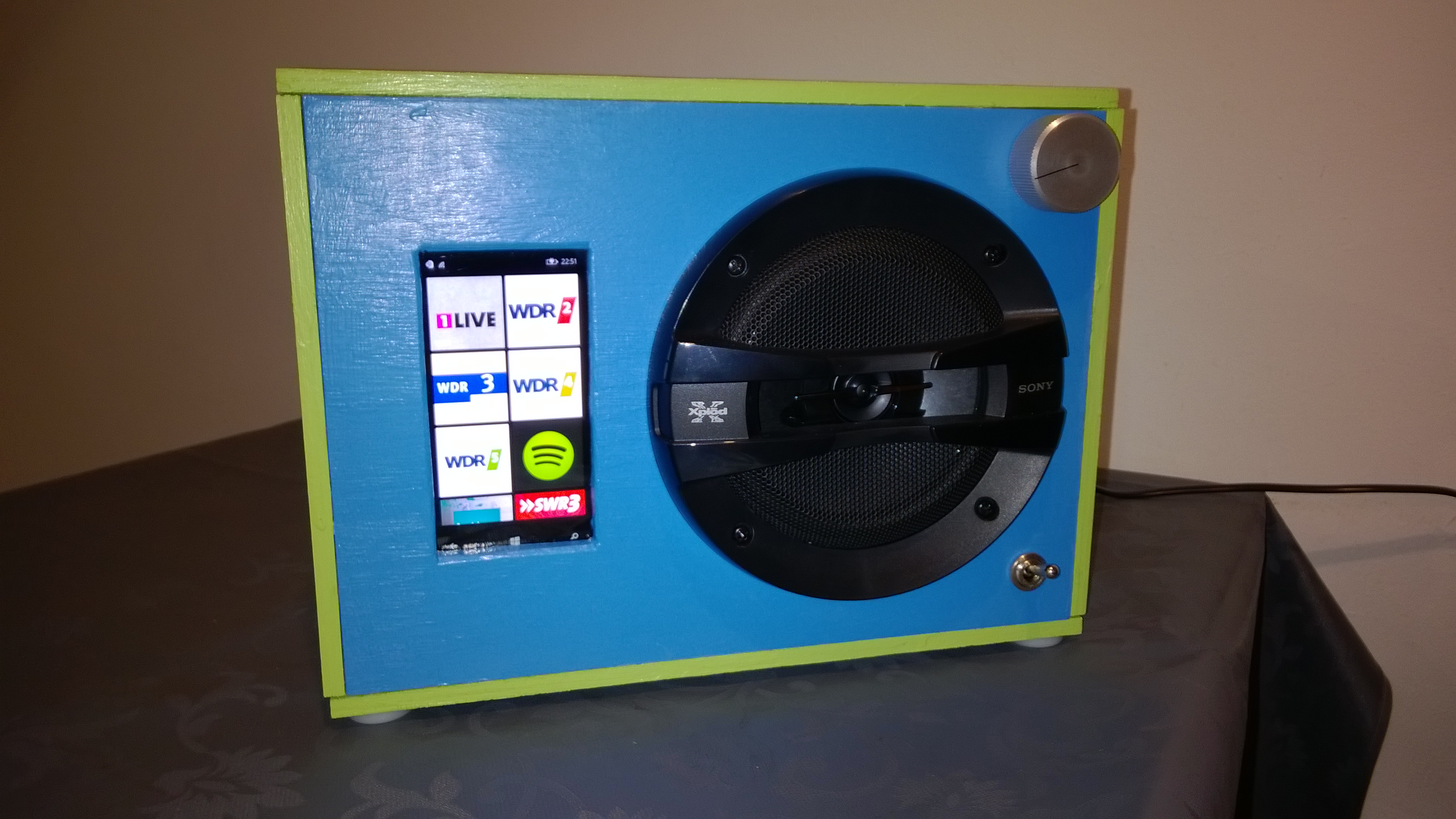 Building a kitchen radio from your old phone – Web Audio Tech